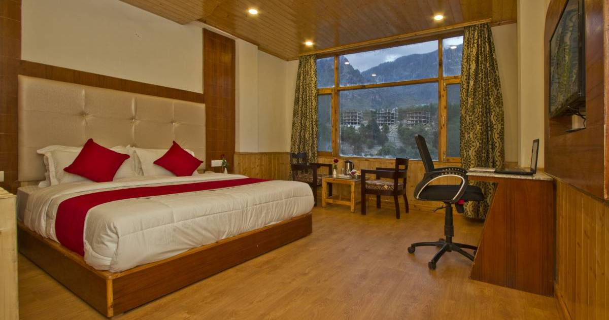 backpacker hostel in Manali
